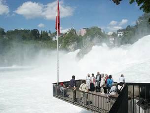 Der Rheinfall bei Schaffhausen - der größte Wasserfall Europas